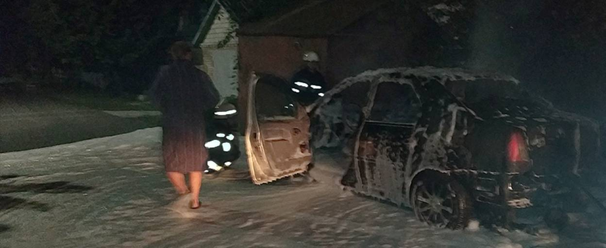 Пожежа у Борисполі: згорів легковий автомобіль Dacia Logan. Фото