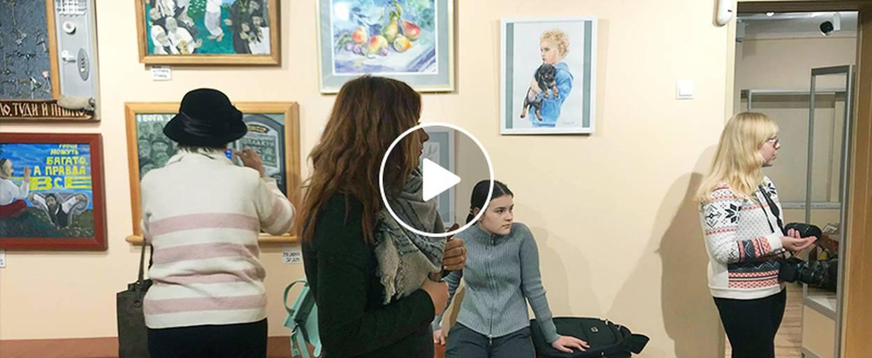 15 художників Спілки митців Борисполя представили найкращі роботи на традиційній виставці. Відео