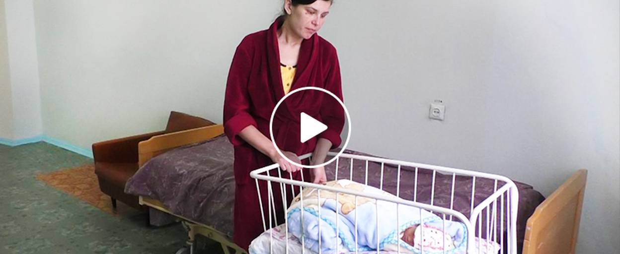 Першою в новому році у Бориспільському пологовому народилася дівчинка – Аріна. Відео