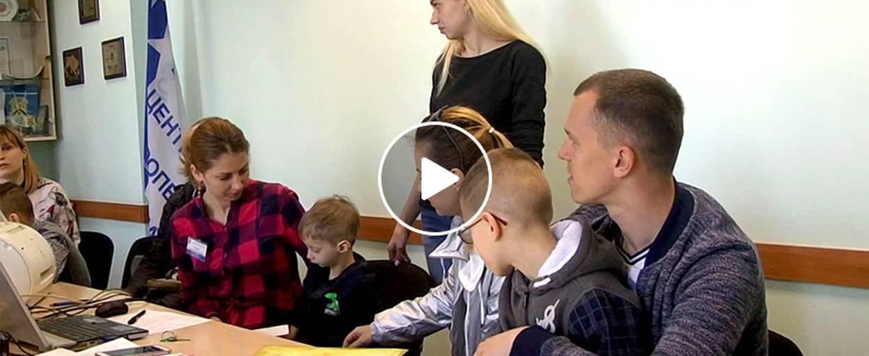 Мешканці Борисполя просять владу допомогти з лікуванням хворих на ДЦП дітей. Відео
