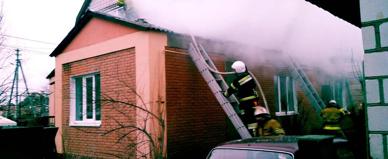 Пожежа на Бориспільщині: горіла покрівля житлового будинку. Фото