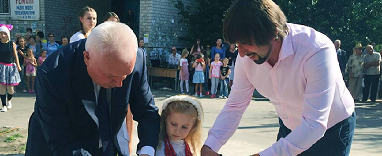 Нові зони відпочинку: на День міста у Борисполі урочисто відкрили два сквери. Відео