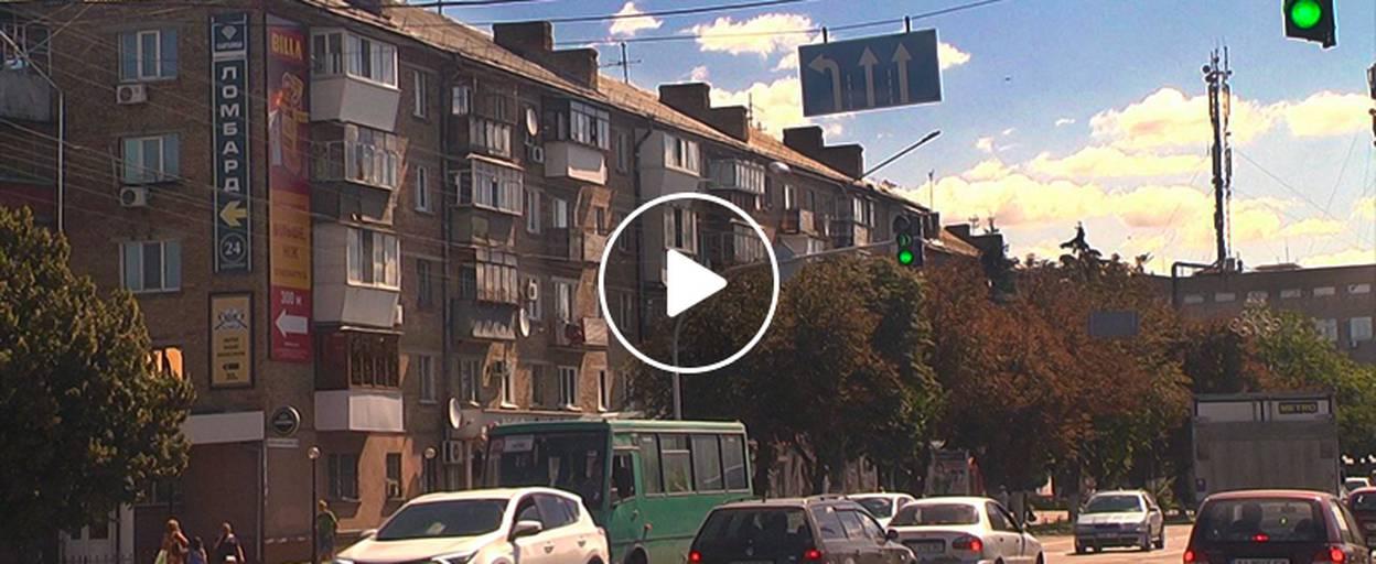 На вулиці Київський Шлях встановили нові дорожні знаки. Відео