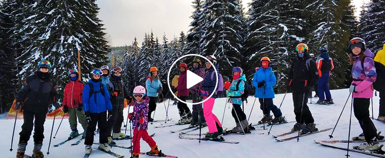 Бориспільські туристи у Карпатах каталися на лижах та вчилися ліпити вареники. Відео