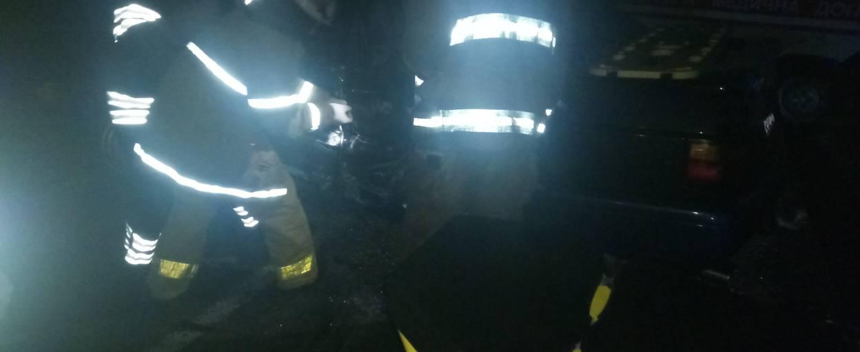 ДТП на об'їзній дорозі: легковик зіткнувся з вантажівкою, одного водія госпіталізували. Фото