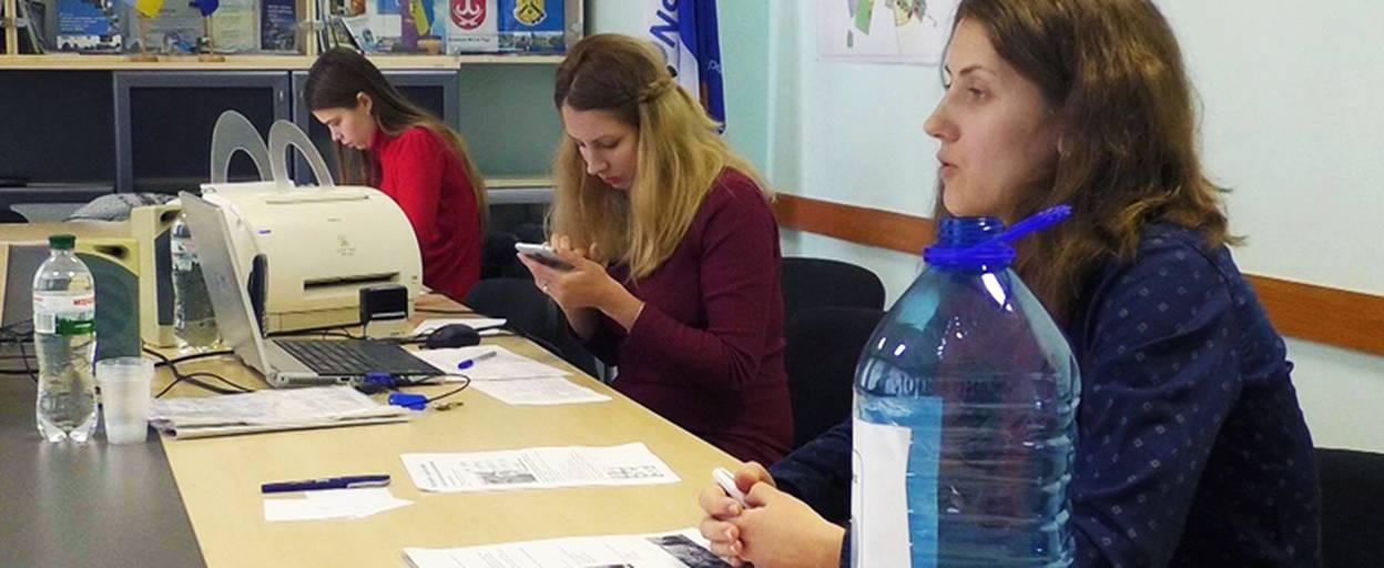 У Борисполі ініціативна група хоче навчити людей сортувати сміття. Відео