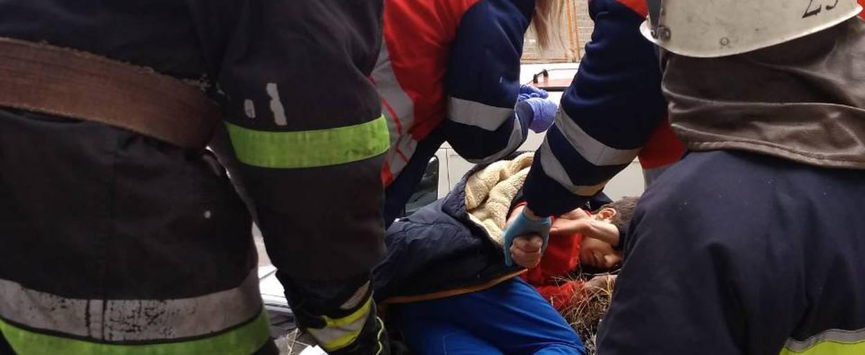 У Борисполі хлопець випав з вікна дев'ятого поверху багатоповерхівки. Фото