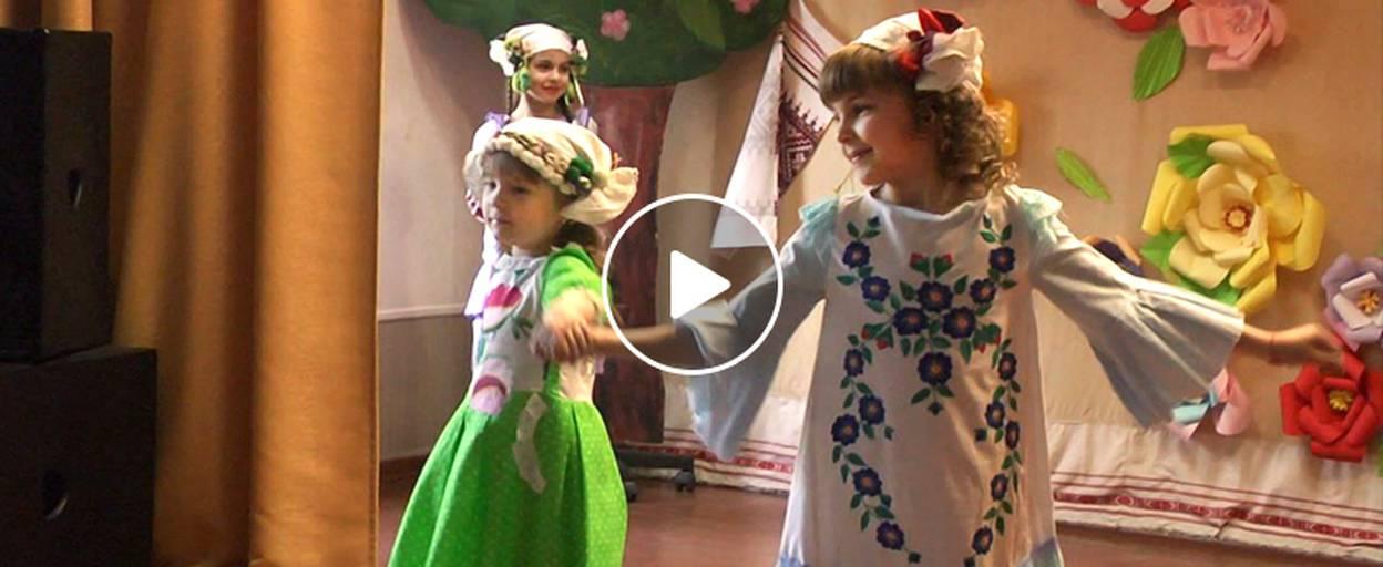Молоді модельєри Борисполя презентували колекції оригінального одягу. Відео