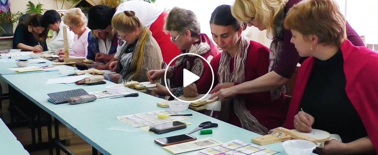 Обласний майстер-клас у шостій школі – викладачі опановували люневільську вишивку. Відео