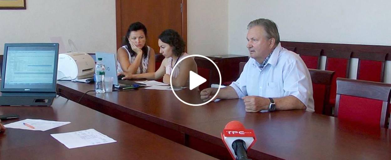 Бориспільці скаржаться на проїзд великогабаритного транспорту повз їхні будинки. Відео