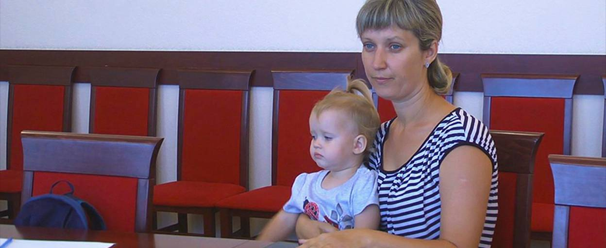 Мати двох малолітніх дітей просить владу допомогти із житлом у Борисполі. Відео