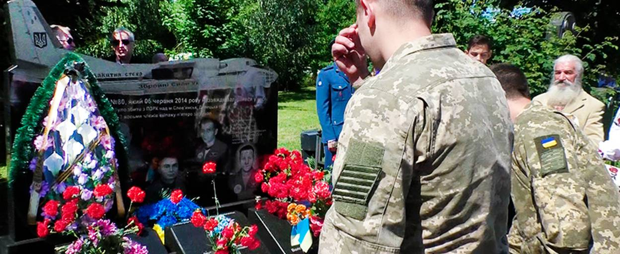 Пам'ять загиблих членів екіпажу АН-30 вшанували у Борисполі. Відео