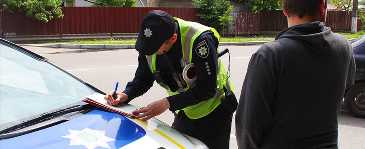 Патрульні Борисполя нагадали водіям про важливість використання пасків безпеки. Відео