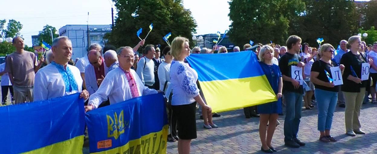 День прапора у Борисполі: урочисте підняття стяга та вручення паспортів молоді. Відео