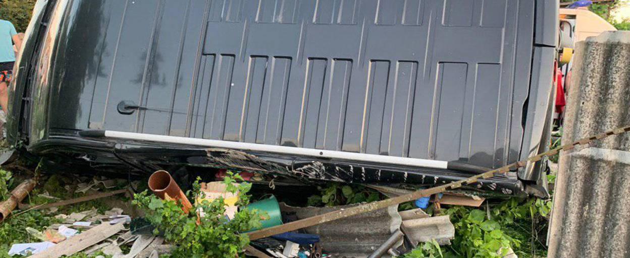 Випив та сів за кермо: у Борисполі водій спричинив ДТП з перекиданням фургону. Фото