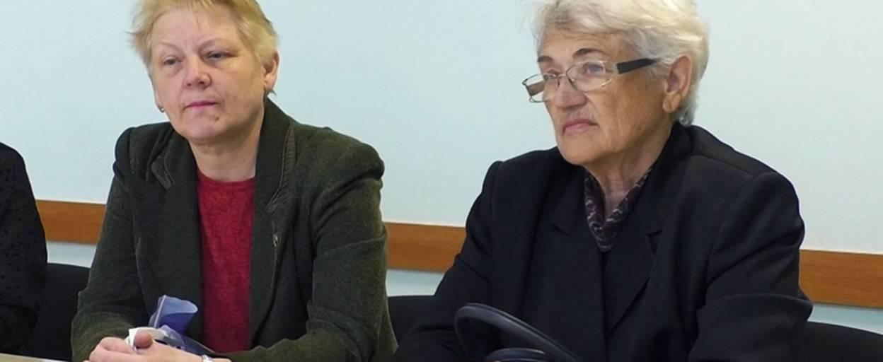 Відгородити територію гімназії «Перспектива» від приватних будинків просять бориспільці. Відео