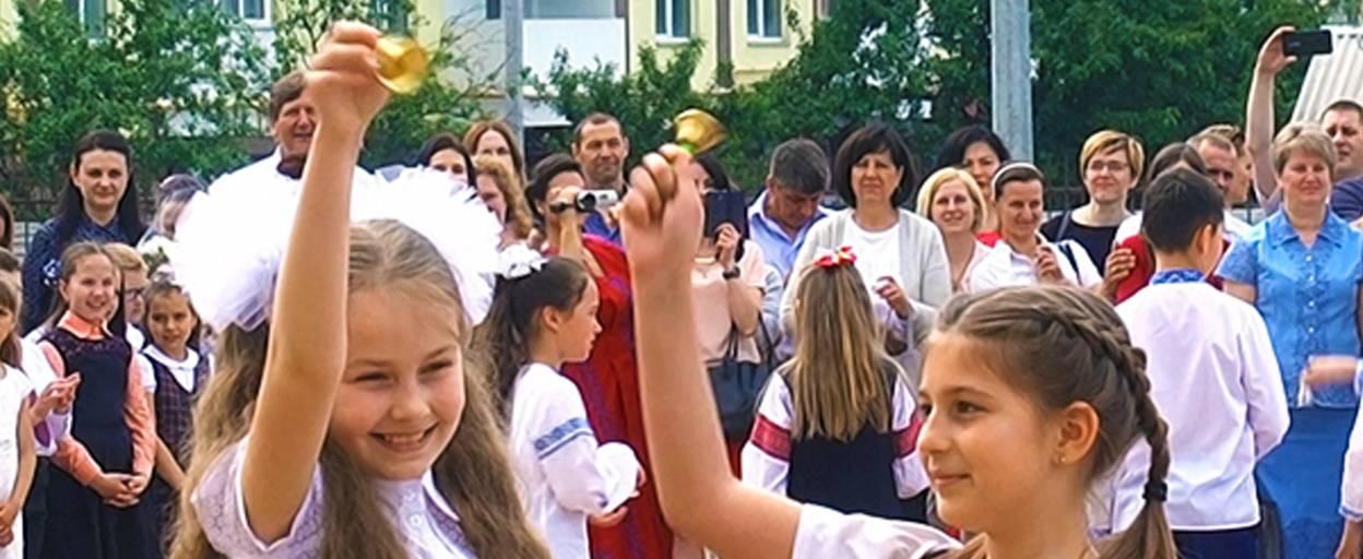 Останній дзвінок пролунав у Борисполі – школярі вже спланували літній відпочинок. Відео