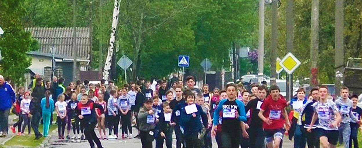 Легкоатлетичний пробіг «Бориспільська десятка» зібрав понад 200 бігунів. Відео