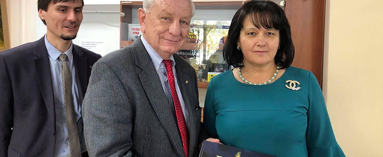 До Борисполя завітав полковник та капелан ВПС США у відставці Роберт Гікс. Відео