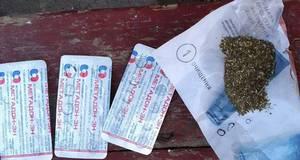 Чоловіка з ймовірно наркотичними речовинами затримали у Борисполі