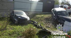ДТП з потерпілими: у Борисполі п'яний водій в'їхав у паркан приватного будинку