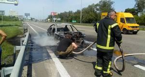 На Бориспільській трасі вщент вигорів автомобіль BMW