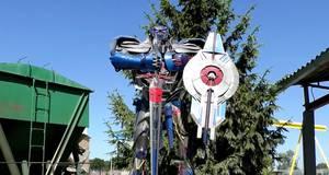 Величезний робот Оптимус Прайм оселився у Борисполі
