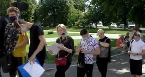 В масках, з дезінфекторами та на відстані: як у Борисполі відбулося ЗНО з математики