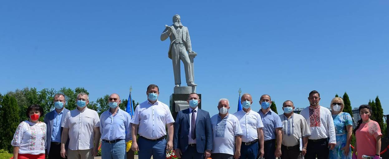 Гришко заспівав гімн, Епіфаній освятив постамент: в Борисполі відкрили пам'ятник Чубинському