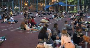 Кіно просто неба: у Борисполі організували безкоштовні кінопокази на спортмайданчику