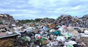 В Борисполі спіймали вантажівку, яка скидала сміття біля аеропорту