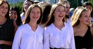 Старшокласники співали в караоке замість урочистої лінійки