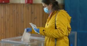 Маска є, але не на носі - як на виборах у Борисполі дотримуються протиепідеміологічних норм