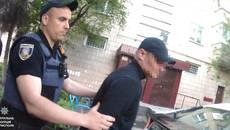 У Борисполі побили та пограбували чоловіка: патрульні затримали ймовірних грабіжників. Фото