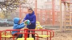 Небезпечні ігри у Борисполі: на новому дитячому майданчику травмувалася дитина. Відео