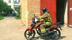 Вперше в Україні: бориспільські вогнеборці рятуватимуть людей на спецмотоциклі. Відео