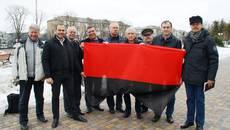 Біля будівлі міської ради у Борисполі замайорів червоно-чорний стяг. Фото