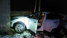 Тікав від патрульних та в'їхав у гараж: у Борисполі водій напідпитку вчинив ДТП. Фото