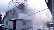 У Борисполі на вихідних горіла приватна господарча будівля. Фото