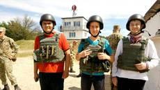 Навчальні стрільби: на базі військової частини у Дівичках старшокласники вчилися стріляти з АК. Фото
