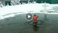 Сміливці в ополонках: як бориспільці купалися на Водохреща. Відео