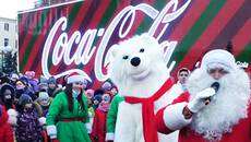 Новорічна вантажівка «Кока-Кола» з Сантою, ельфами та полярним ведмедем завітала до Борисполя. Відео