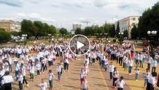 Флешмоб до Дня вишиванки: понад 300 людей в національному одязі зібралися на Європейській площі