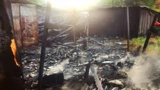 Пожежа у Борисполі знищила приватний гараж та дерев'яні будівлі. Фото
