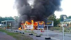 Пожежа у Борисполі повністю знищила два автобуси «Богдан». Фото