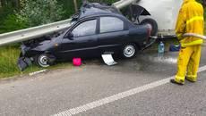На Бориспільщині автомобіль врізався у відбійник – внаслідок ДТП загинула жінка. Фото