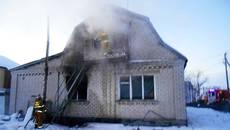 У Борисполі горів будинок: пожежникам вдалося вчасно приборкати вогонь. Фото