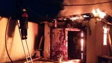 Вночі у Борисполі палав гараж на подвір'ї житлового будинку. Фото