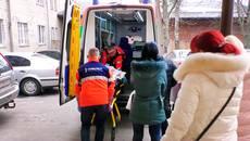 З'явилися подробиці щодо стану хлопця, який випав з вікна дев'ятого поверху у Борисполі. Відео
