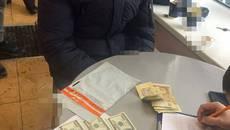 Митників аеропорту «Бориспіль» затримали на хабарі: їм загрожує від 5 до 10 років за гратами. Фото